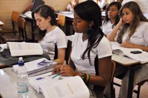 Dura trajetória: anualmente mais 1,8 milhão de jovens completam o ensino básico, mas outros 6,5 milhões ficam pelo caminho