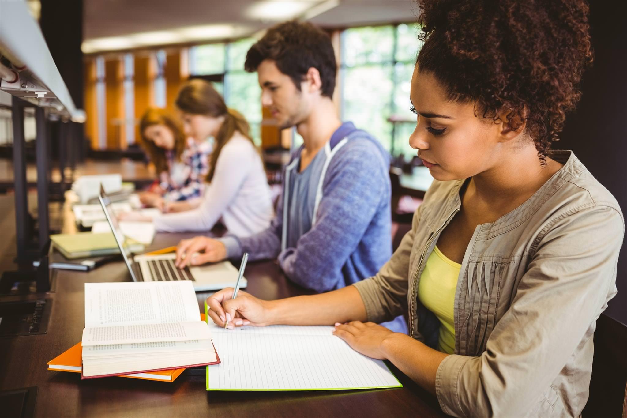 Semesp comenta sobre acesso dos jovens ao ensino superior e taxa de evasão